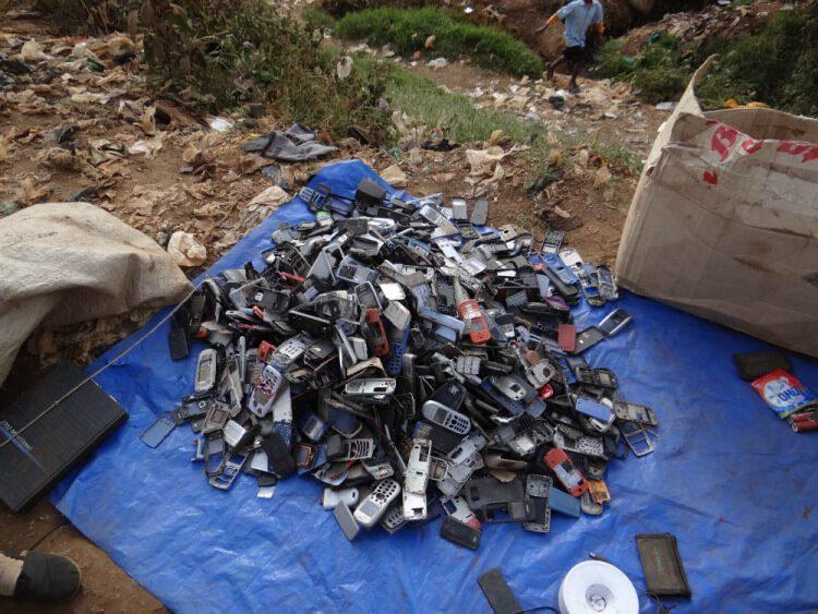 Продажа телефонов в трущобах Кибера