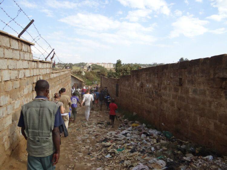 Летающие туалеты, трущобы Кибера, Найроби
