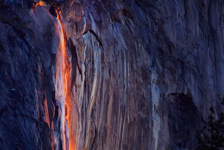 zhivaia-priroda-ognennyj-vodopad