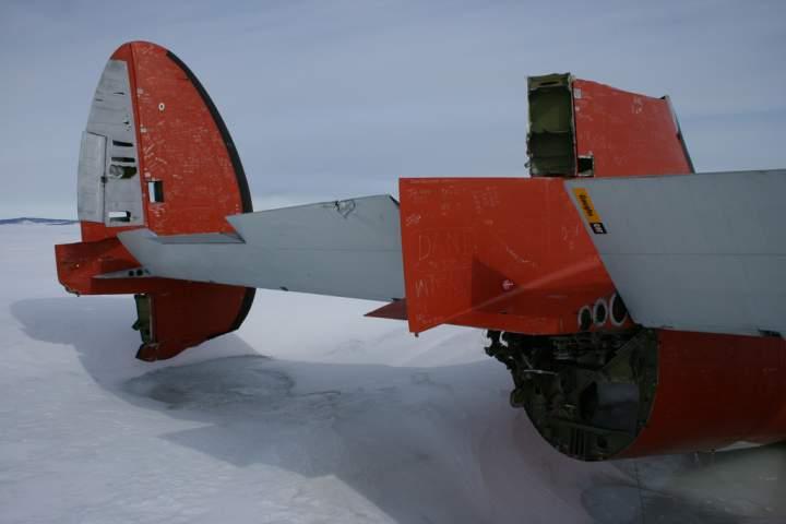 zabroshennyj-samolet-pegasus-v-antarktide