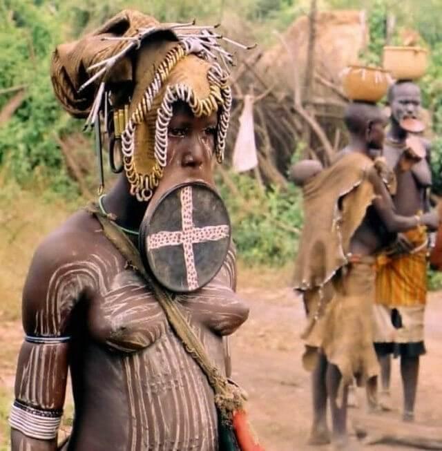 В плену у диких народов-девушки