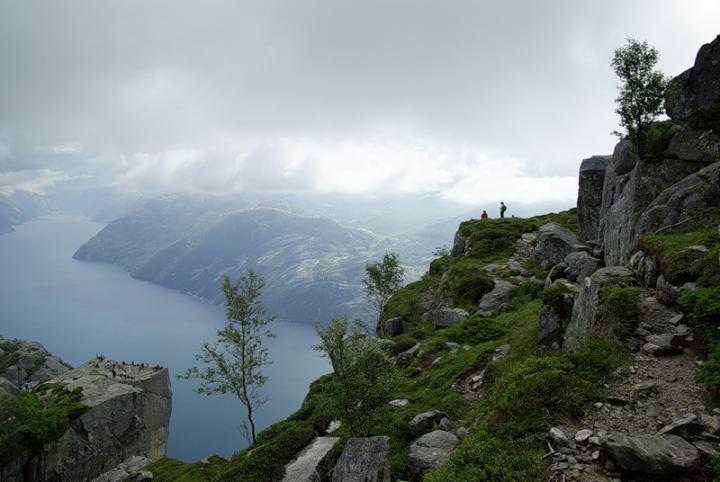 Lysefjord-vstrecha-neba-i-zemli