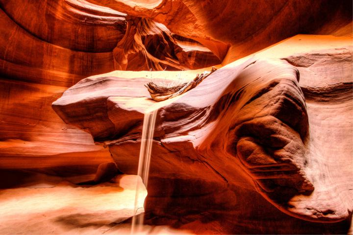 песок-в-скалах-каньона-антилопы