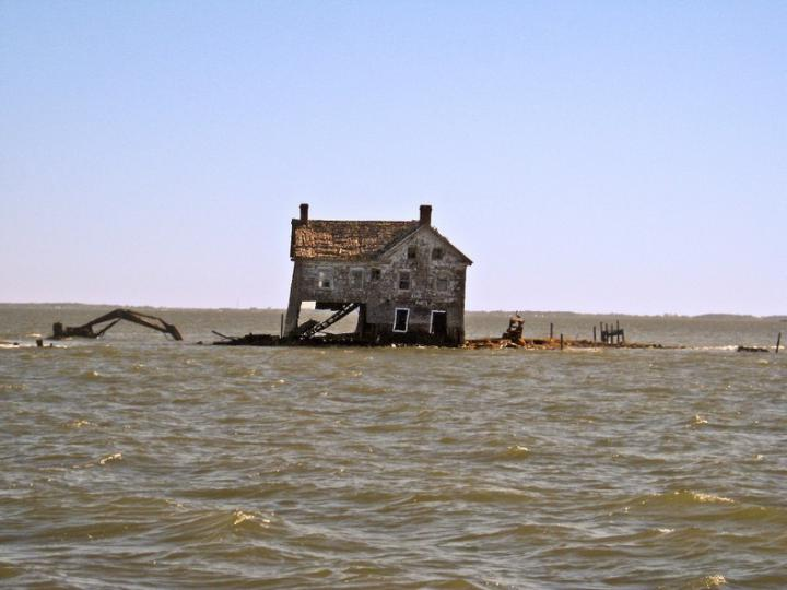 voda-podmyla-fundament-poslednego-doma
