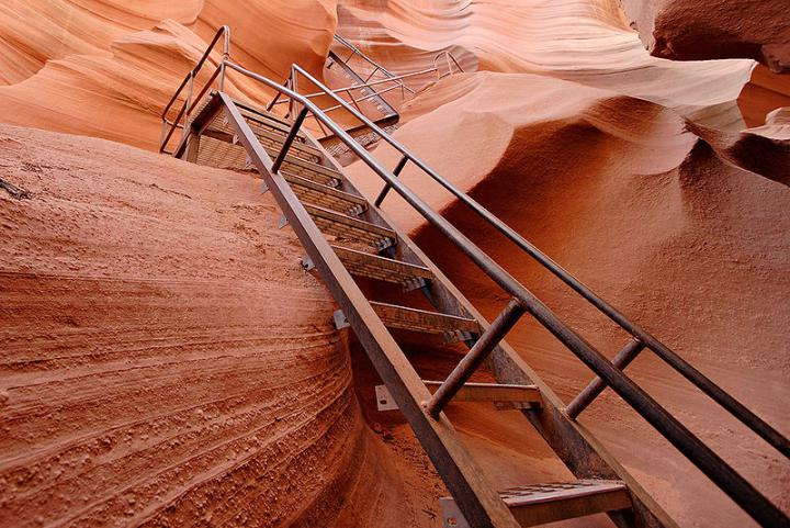 лестница-ведущая-в-нижний-каньон-антилопы