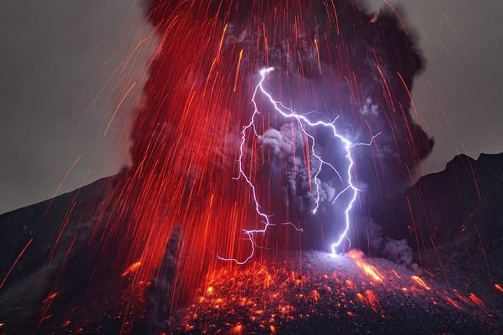 molniya-iz-vulkana