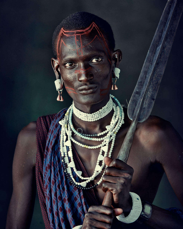 chasy-na-ruke-aborigena-iz-plemeni-masai