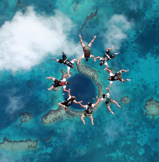 Прыжок с парашюта над Большой синей дырой