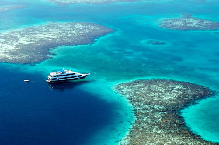 Яхта в Большой голубой дыре