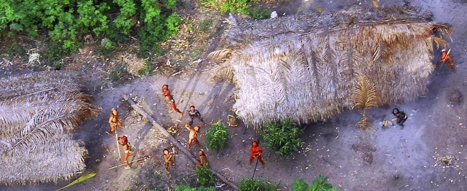 Фото диких племен с вертолета
