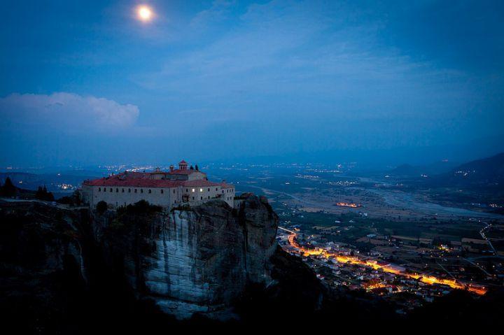 Монастыри Метеоры ночью