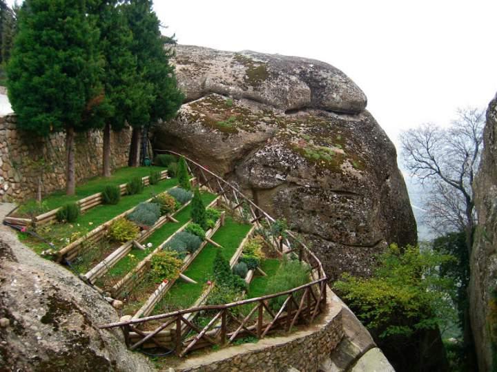 Сад за монастырем Святого Стефана
