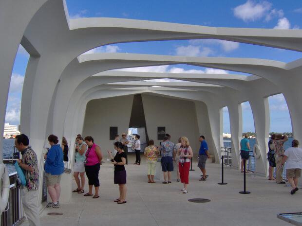 """Мемориал в честь затонувшего корабля """"Аризона"""""""