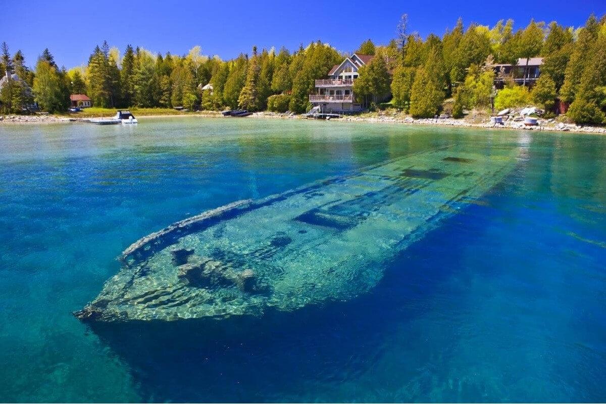 Шхуна Свипстейкс под водой