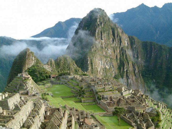 Гора над городом Мачу-Пикчу