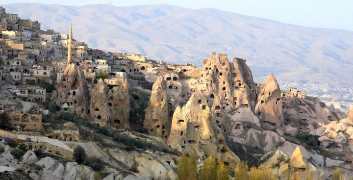 Древние дома в скалах