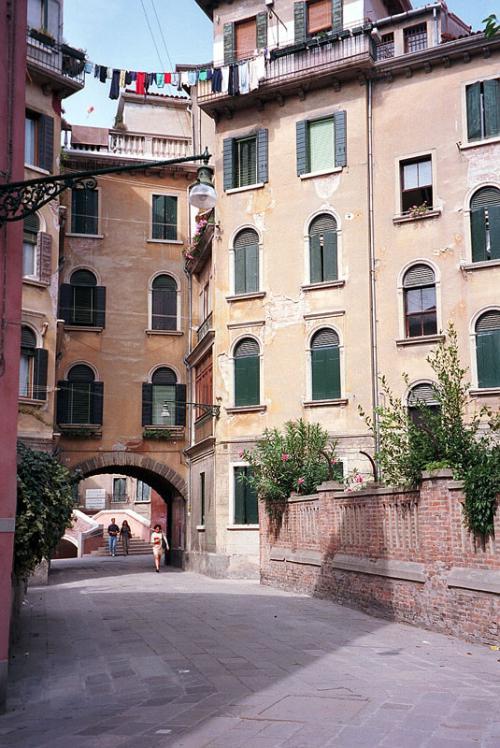 Улочка Калле в Венеции