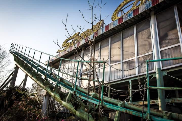 """Заброшенный парк аттракционов """"Nara Dreamland"""". Фото"""