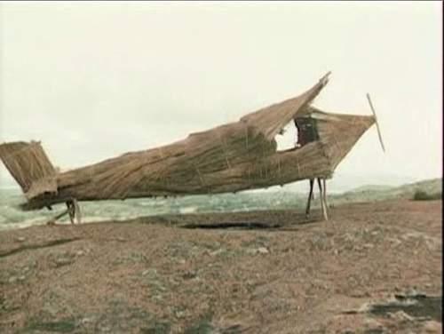 Самолет из дерева в культе карго