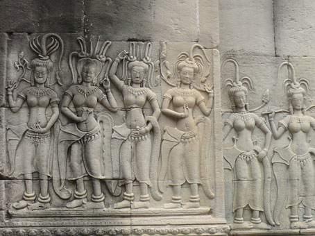 Образ танцующих женщин на стенах Ангкор-Вата