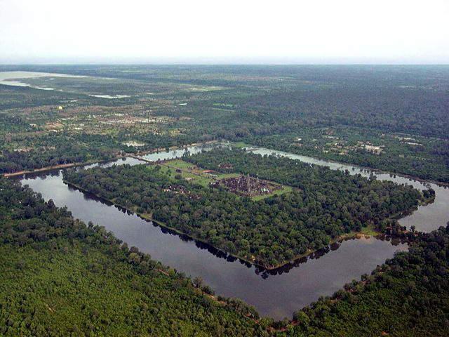 Ров 190 метров вокруг Ангкор-Вата