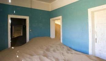 Заброшенные дома в Колманскопе, Намибия