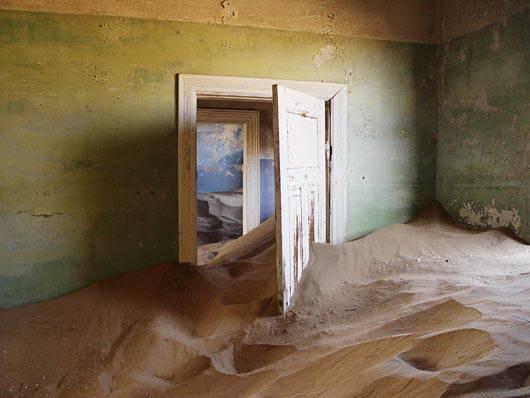 Засыпанные песком дома Колманскопа