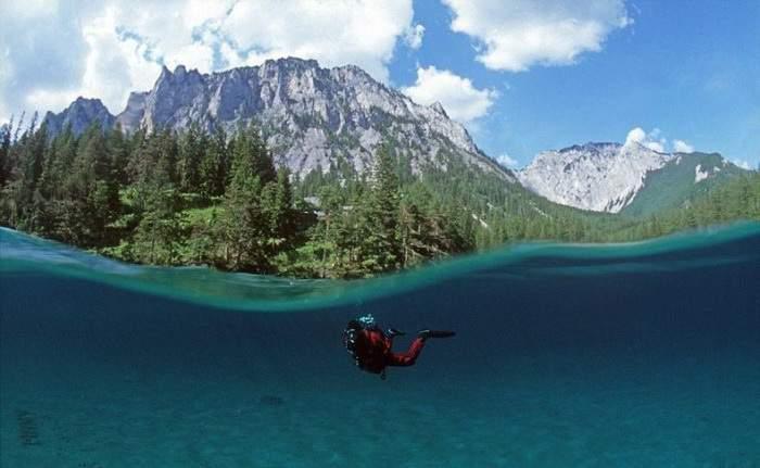 Зеленое озеро в Австрии. Фото