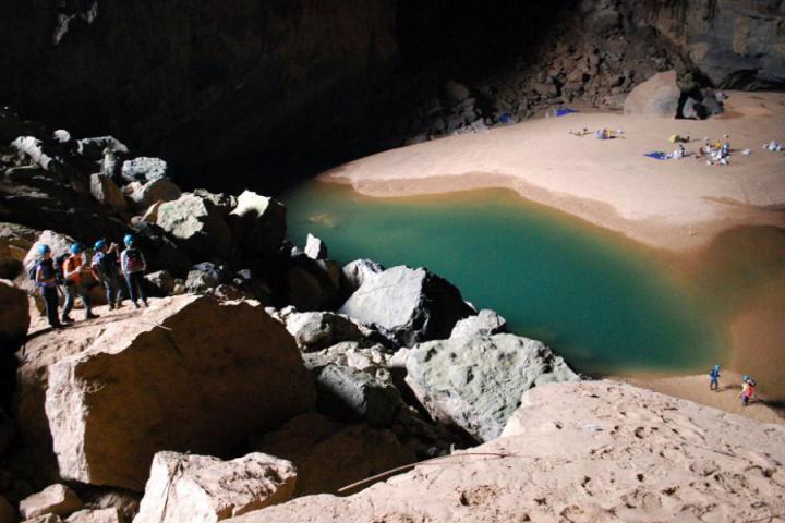 Река в пещере Шондонг