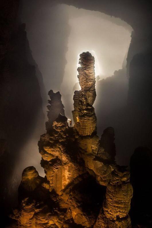Скалы в самой большой пещере в мире - Шондонг