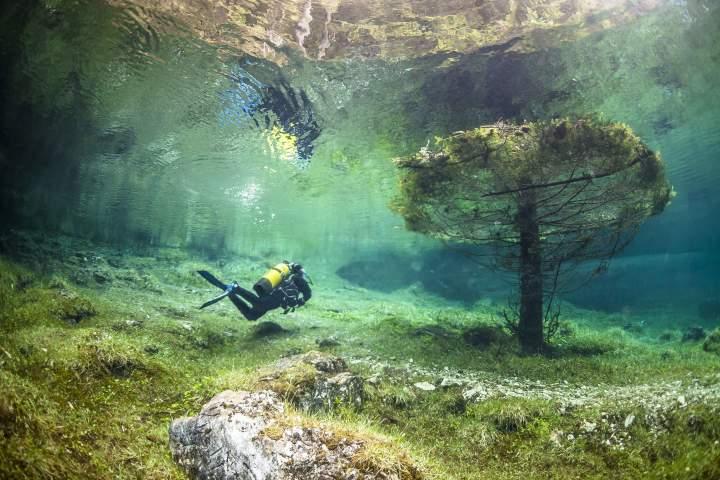 Водолаз в Зеленом озере