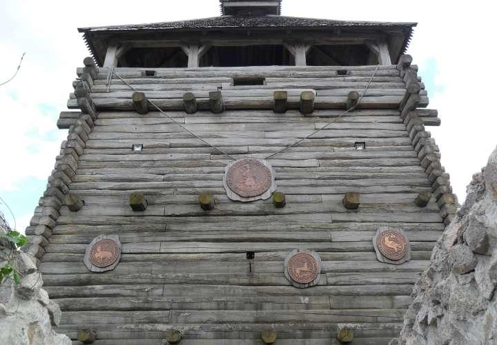 Печати паланок в Запорожской Сечи над входом, над мостиком