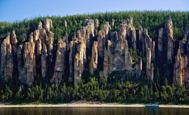 Скальные образования Ленских столбов. Фото
