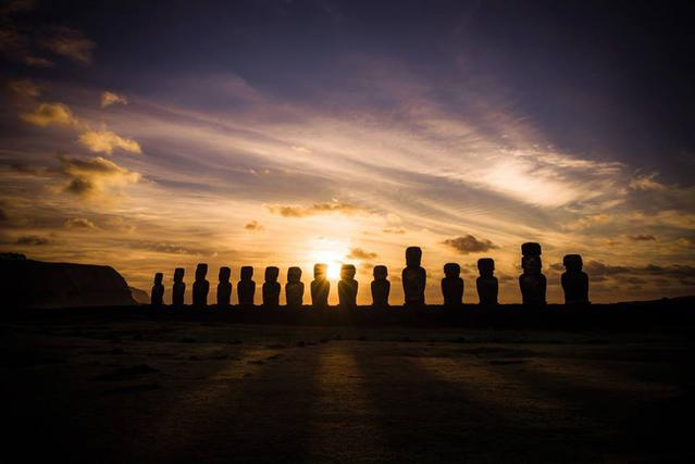 Остров Пасхи на закате солнца