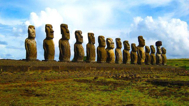 Статуи Моаи - остров Пасхи. Фото