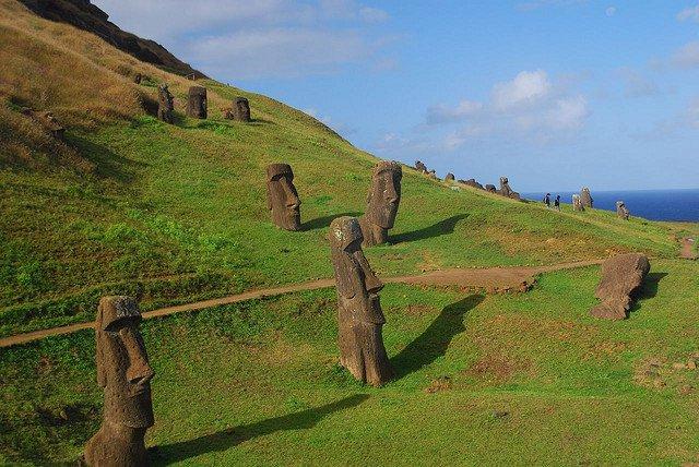 Остров Пасхи - статуи Моаи по всему острову