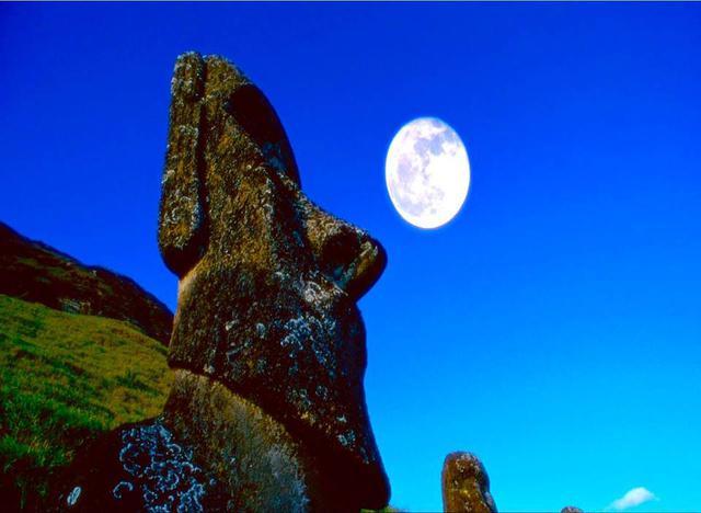Статуя Моаи - священный идол индейцев Майя