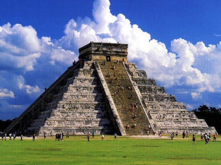 Пирамида в Чичен-Ица, Мексика