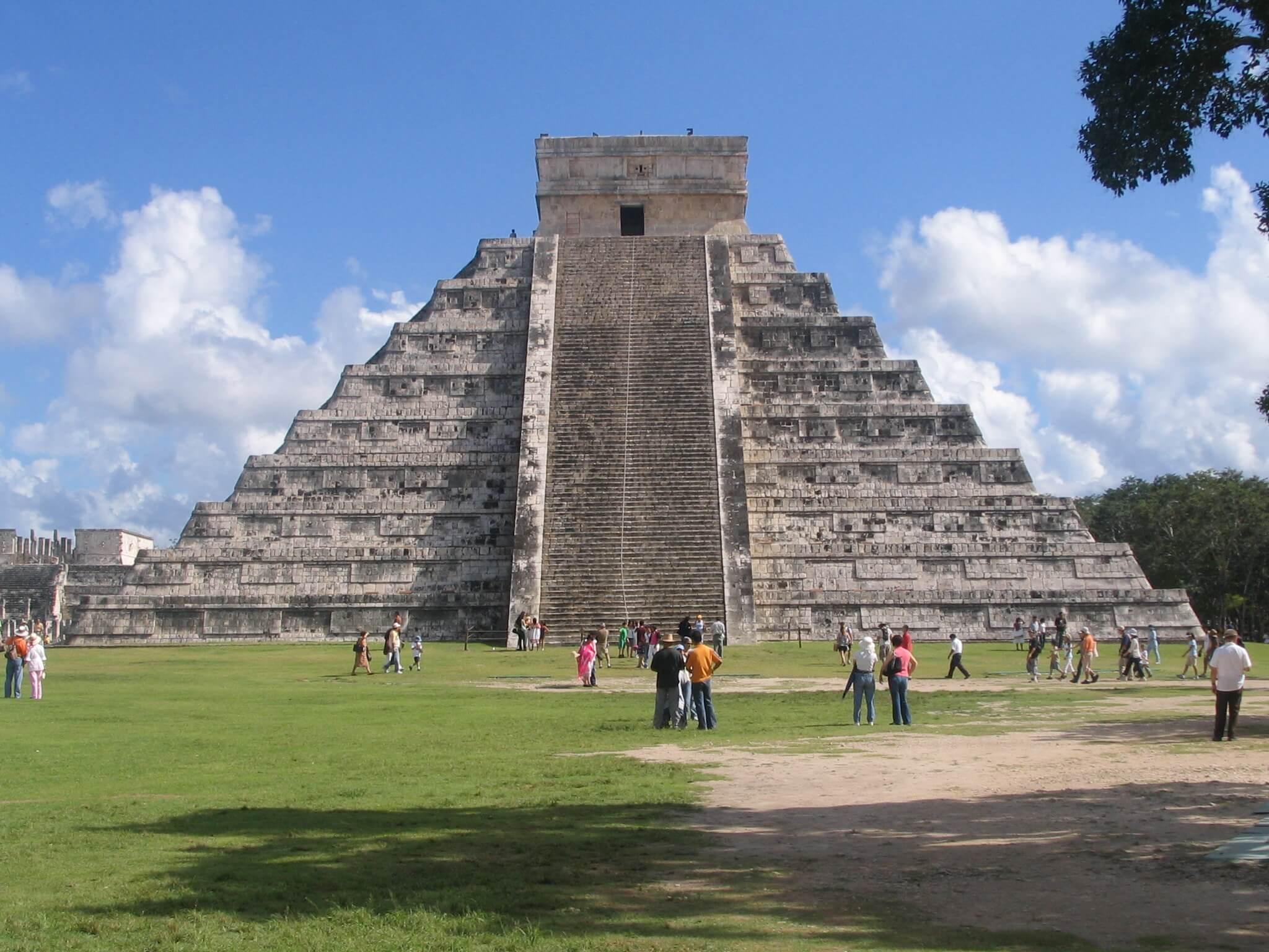 Древняя пирамида в Чичен-Ица, Мексика