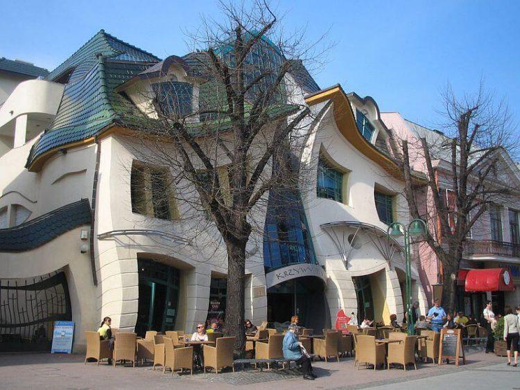 Кафе возле Кривого домика