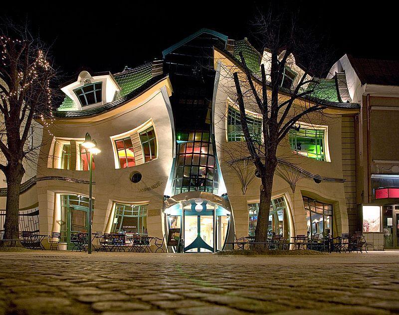 Кривой домик ночью, Сопот, Польша