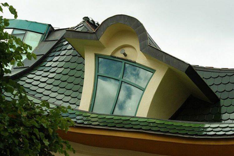 Отделка крыши Кривого домика, Польша