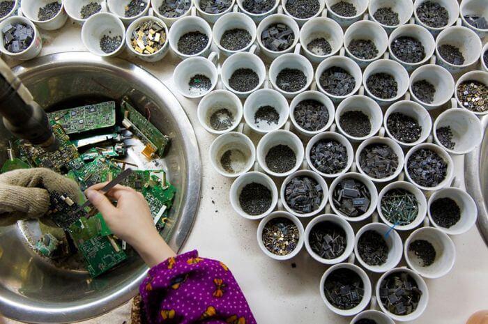 Разборка электронного мусора в Гуйюй, Китай