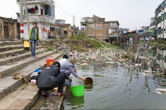 Загрязненная река Лианжань, Китай