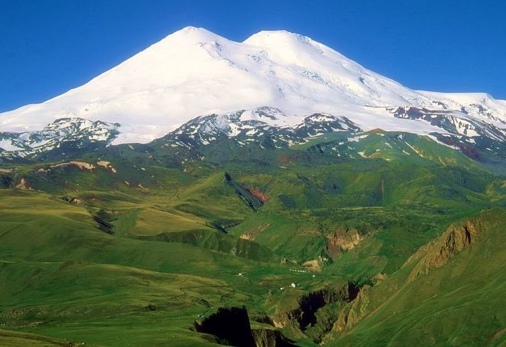 Гора Эльбрус — самая высокая гора в России