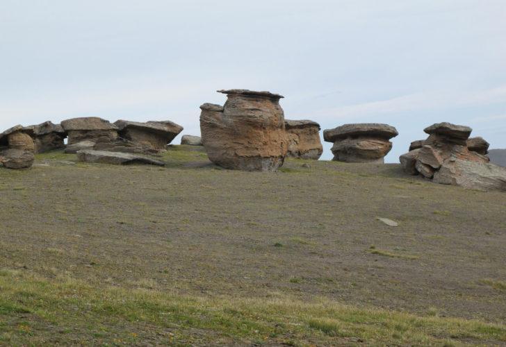 Поляна каменных грибов у подножья Эльбруса