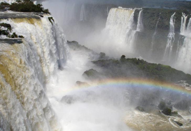 Радуга над водопадами Игуасу