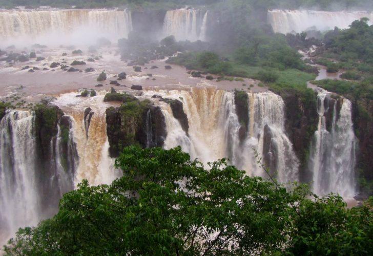 Движущиеся водопады Игуасу