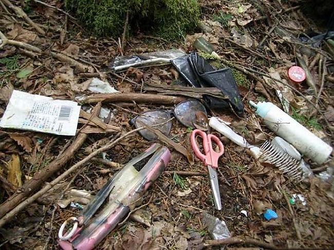 Вещи людей в лесу самоубийц Аокигахара