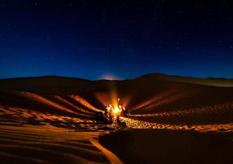 Игра на барабанах у костра, Сахара